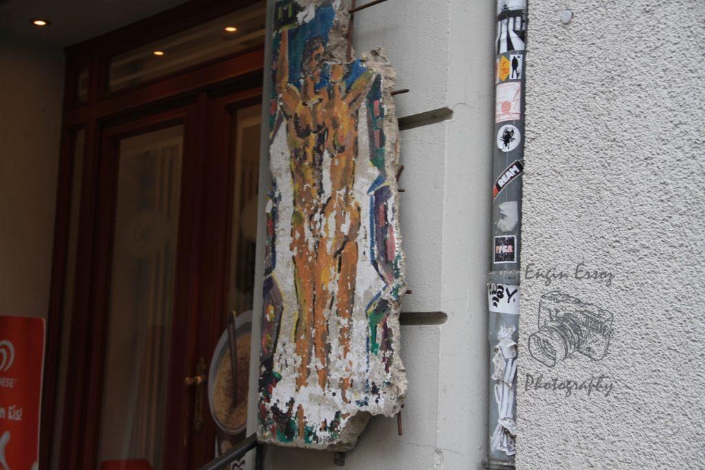 Berlin Duvarından parçalara Berlin'de birçok yerde rastlayabiliyorsunuz.