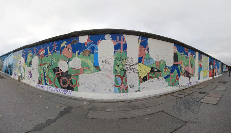 Berlin Duvarından korunan bir kısım