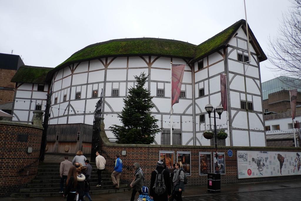 Shakespeare's Globe Londra'da Şekspir izinden gitmek isteyenler için.