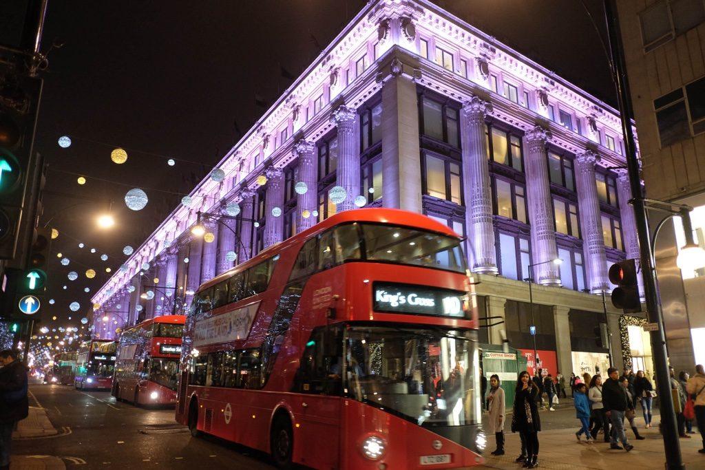 Doubledecker Bus yani Londra'nın simgesi iki katlı kırmızı otobüsler.