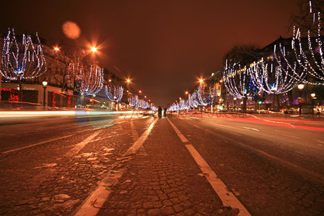 Champ Elysees yani Şanzelize Paris'in en önemli bulvarı