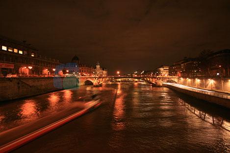 Sein Nehri Paris'e önemli bir hava katıyor