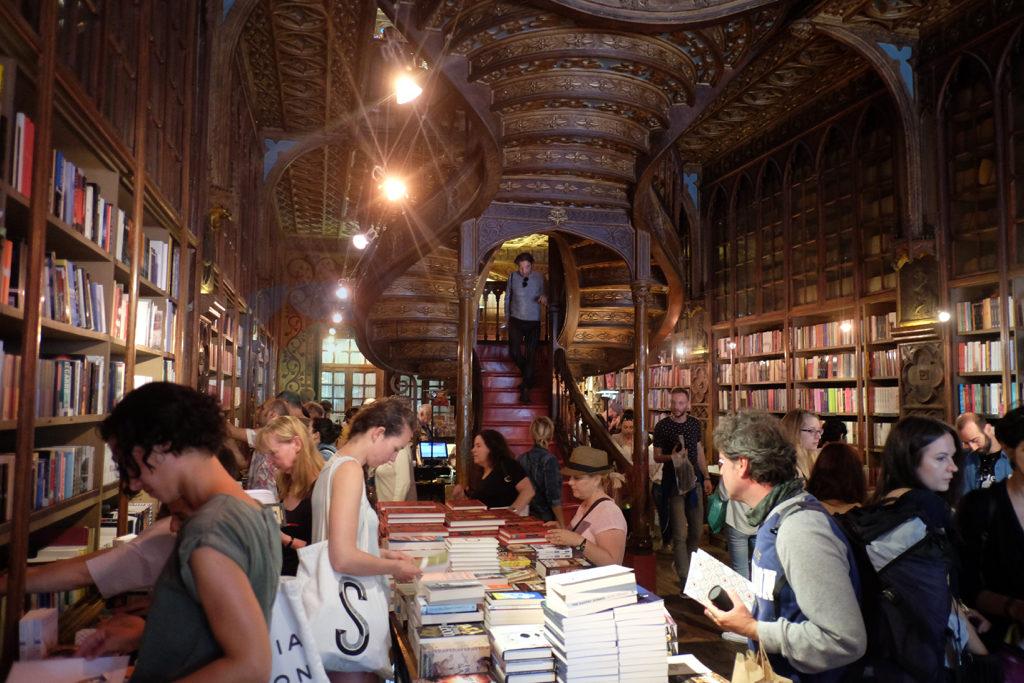 Lello kitapçısı Porto için bir simge gibi