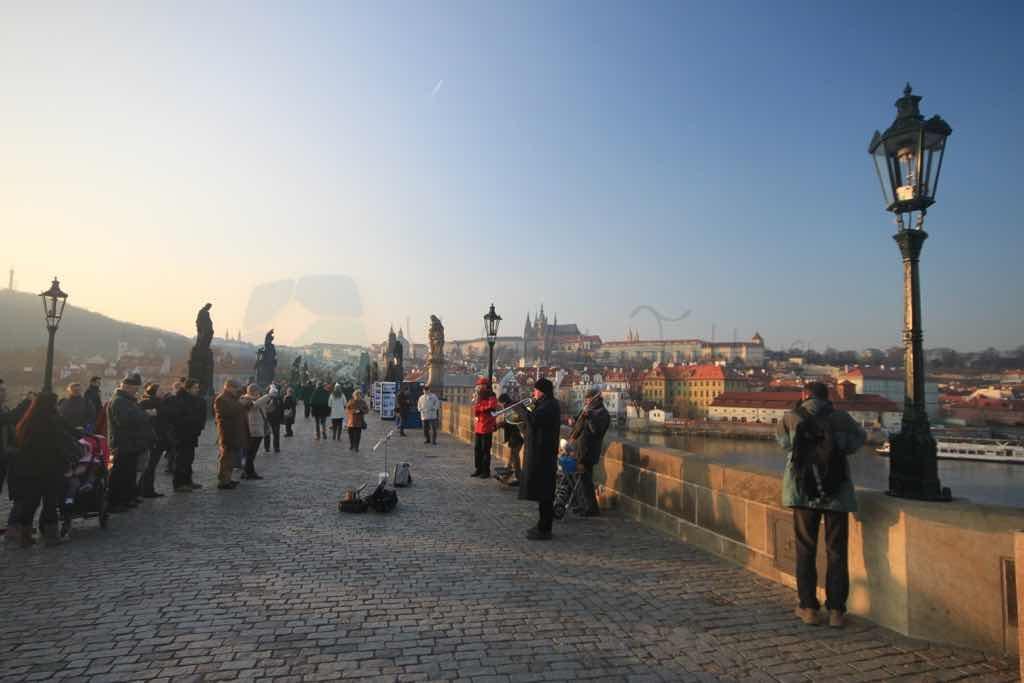 Karluv Most Prag ın en önemli köprüsü ve simgesi