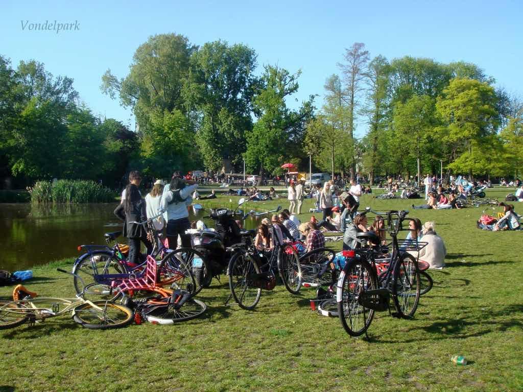 Vondelpark Amstardam'ın en büyük parkı