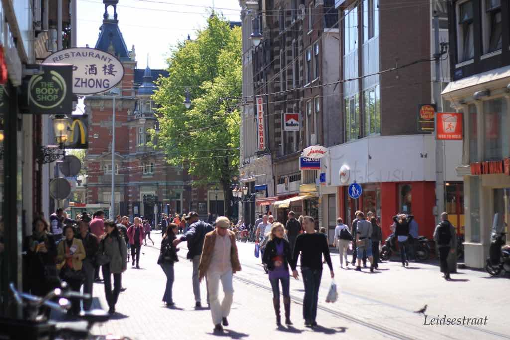 Leidsestraat Amsterdam'ın ana caddelerinden