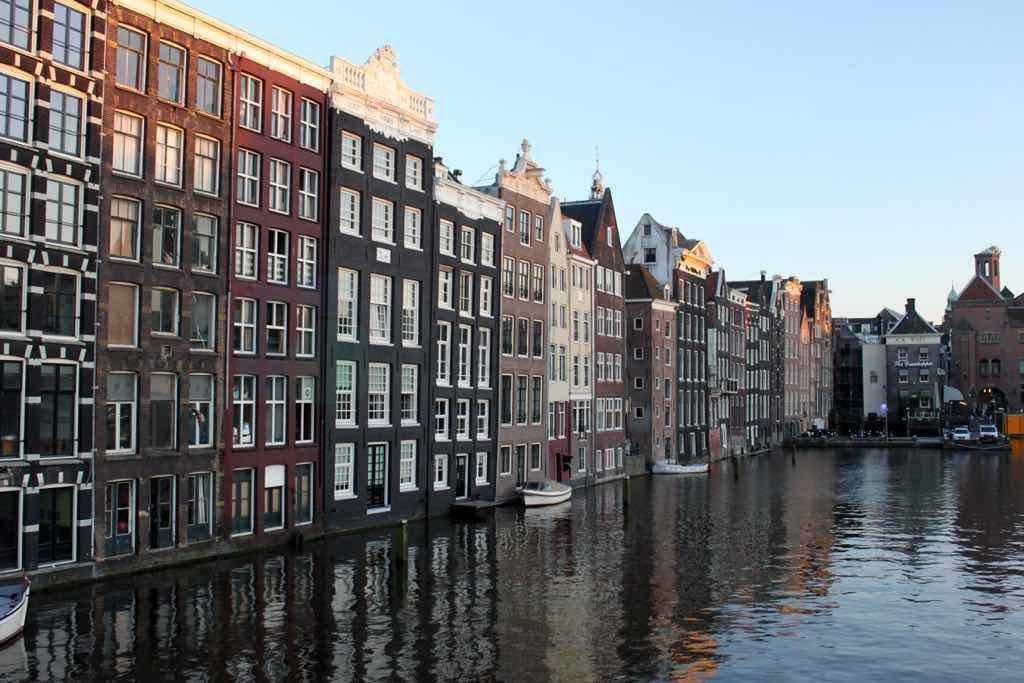 Tipik Amsterdam Evleri küçük ve dardır.