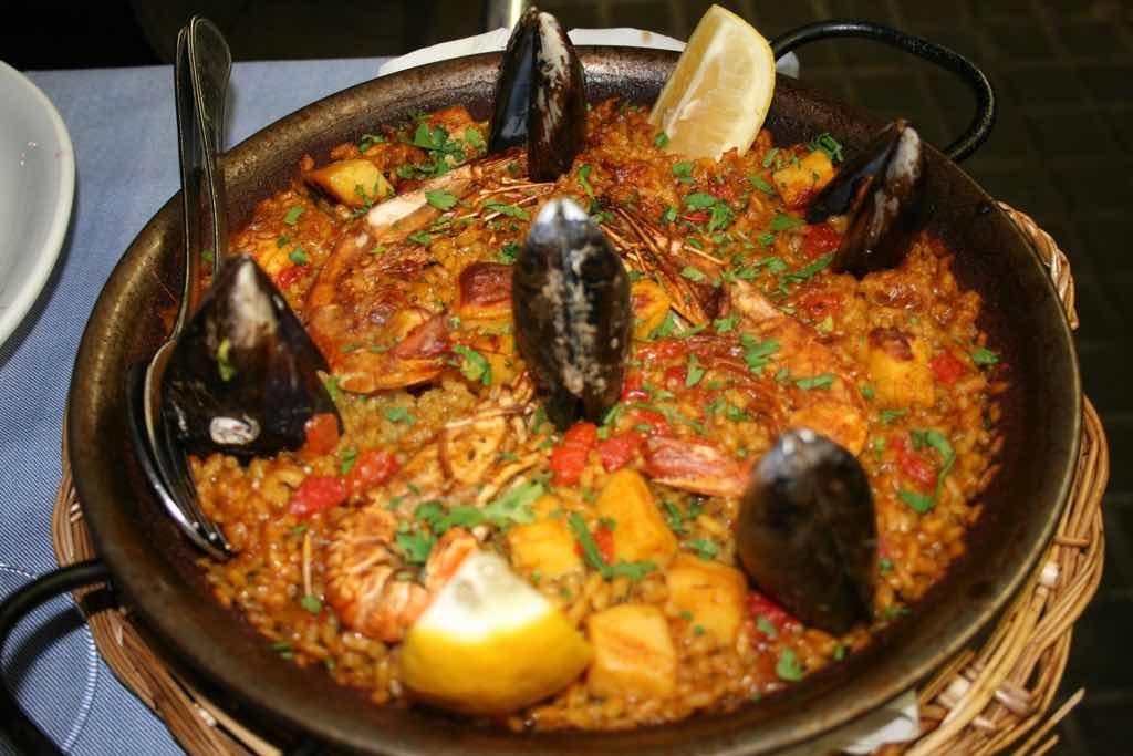 Paella Barselona da yenebilecek en önemli yemek