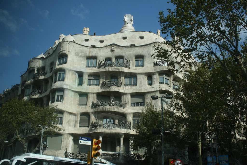 Casa Milla Barselona nın simgelerinden