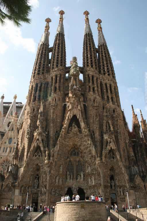 La Sagrada Familia Barselona için en önemli yapıt kesinlikle