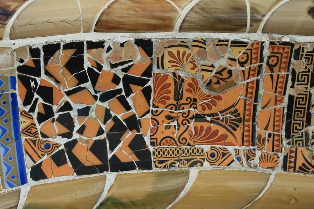 Parc Guell'in mozaikleri Barselona Görülmesi gerekenler listesinde