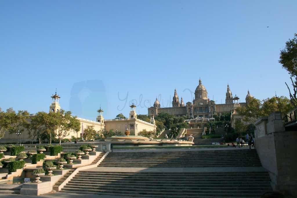 Plaça Espanya Barselona nın önemli meydanlarından birisi
