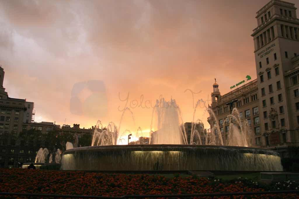 Barselona La Font Magica havuzu ile ünlü