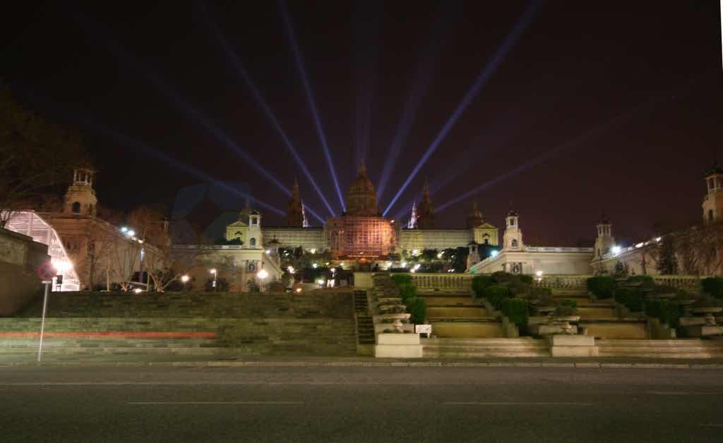 Plaça Espena Barselona nın önemli meydanlarından birisi