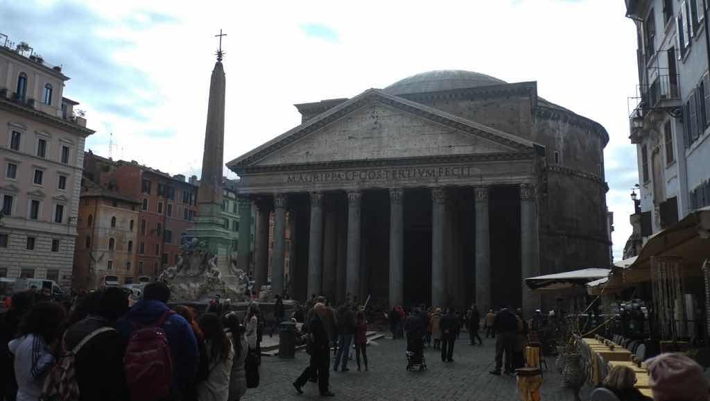 Pantheon Roma'nın önemli bir dini yapısı.