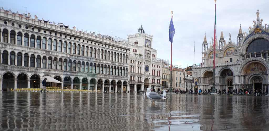 San Marco Bazilikası Venedik merkezi denilebilir