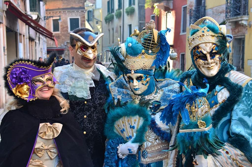 Venedik Karnavalı'nda biz (soldakiler)
