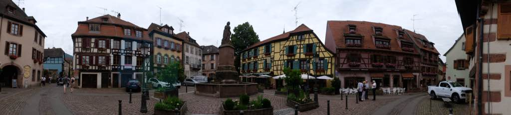 Place de la Sinne ve Friedrich Fountain