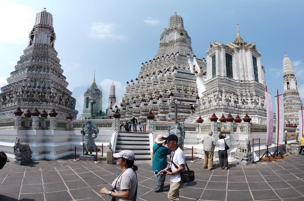 Wat Arun diğer adı ile Şafak Tapınağı Bangkok un silüetini değiştiriiyor