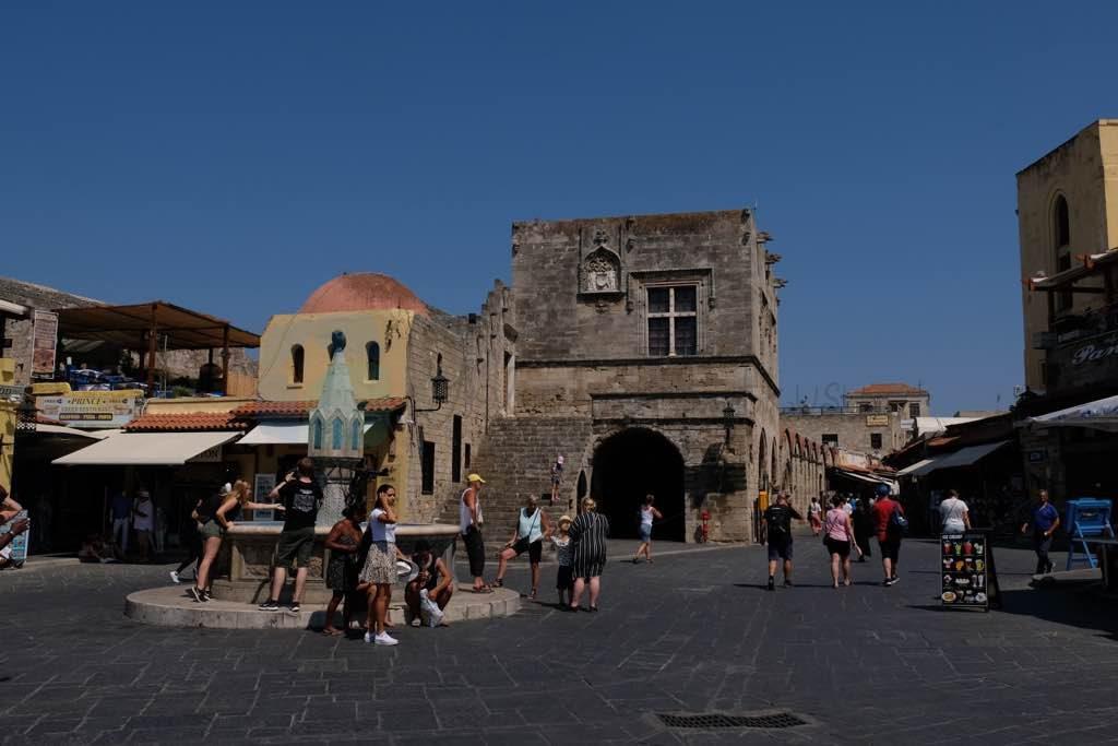 Rodos Hipokrat Meydanı
