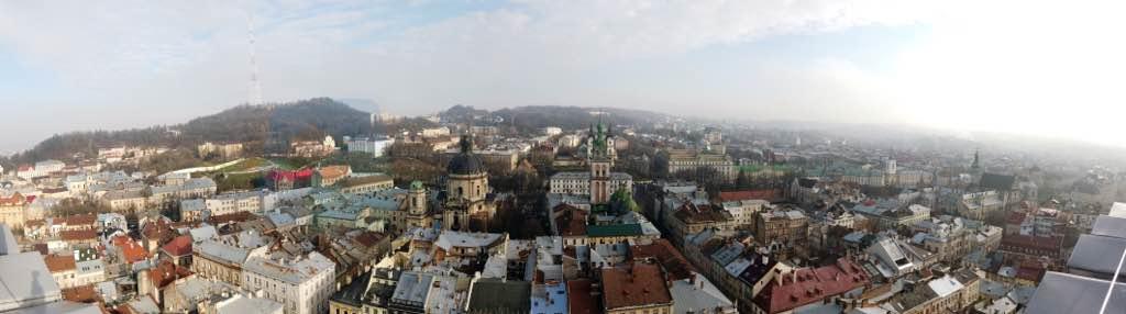 Belediye sarayından Lviv panoraması